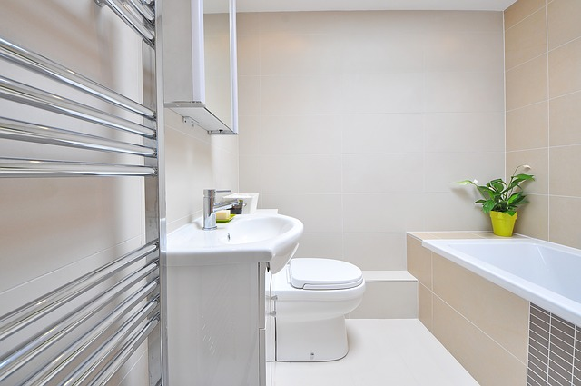 Installation de nouveaux robinets de salle de bain