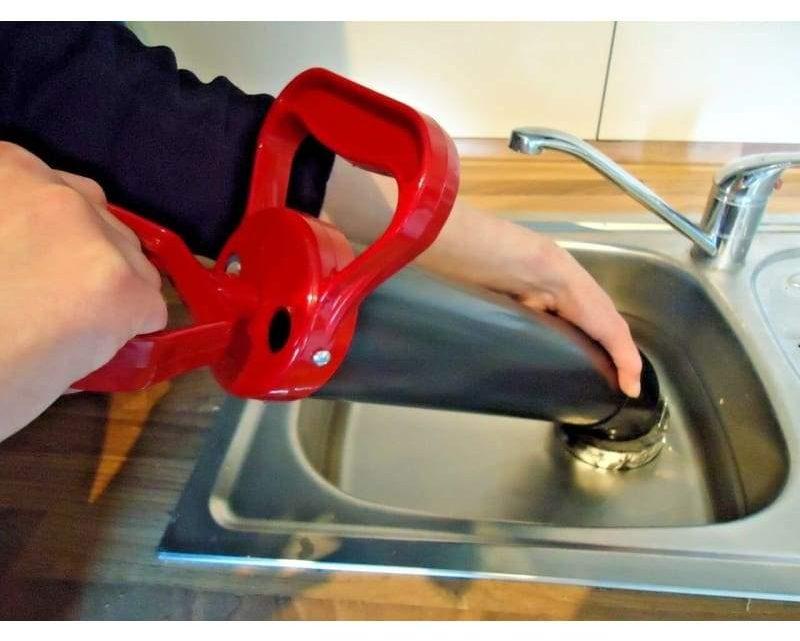 Utiliser un déboucheur à pompe