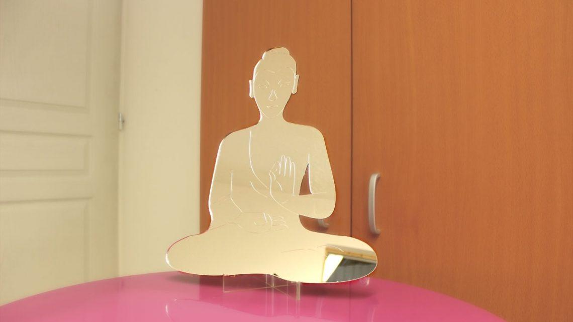 Le Miroir décoratif symbole bouddhiste nœud éternel